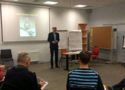 artem-fedorov-provodit-trening